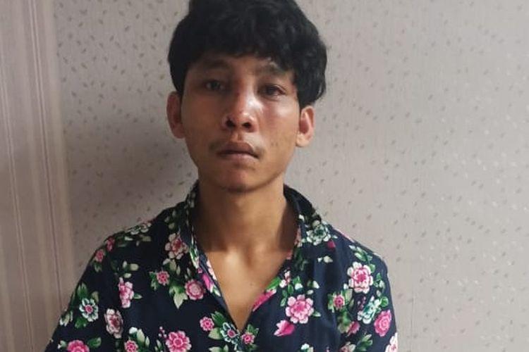 Foto: Tersangka Johan Pranata Simatupang inisial JPS (20) diamankan di Polres Pematangsiantar, Senin 29 Maret 2021.