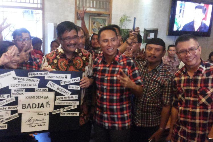Calon wakil gubernur DKI Jakarta nomor pemilihan dua, Djarot Saiful Hidayat saat datang menemui para relawannya di kawasan Lebak Bulus, Jakarta Selatan, Rabu (5/4/2017).