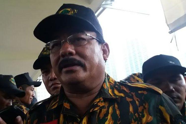 Bendahara Umum DPP Partai Golkar Robert J Kardinal di lapangan ex golf driving range Senayan, Jakarta Selatan, Minggu (23/10/2016).