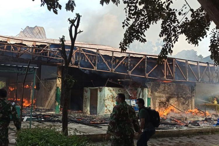 Masjid Jayakarta di Jalan Rawa Gelam II, Kelurahan Jatinegara, Kecamatan Cakung, Jakarta Timur, terbakar, Rabu (30/6/2021).