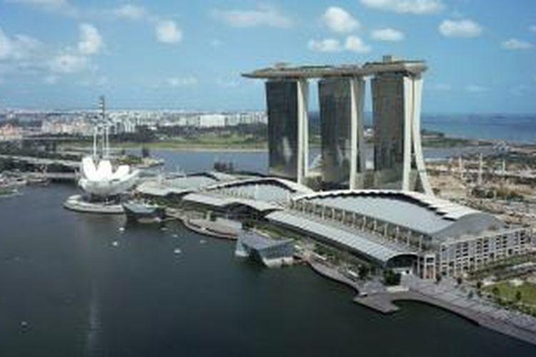 Marina Bay Sands dibangun dengan biaya sebesar 5,5 miliar dollar Amerika Serikat atau setara dengan Rp 77,4 triliun.
