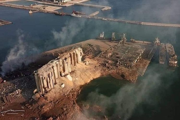 Bagian gudang di pelabuhan Beirut tampak lenyap total akibat ledakan hebat pada Selasa sore (4/8/2020).