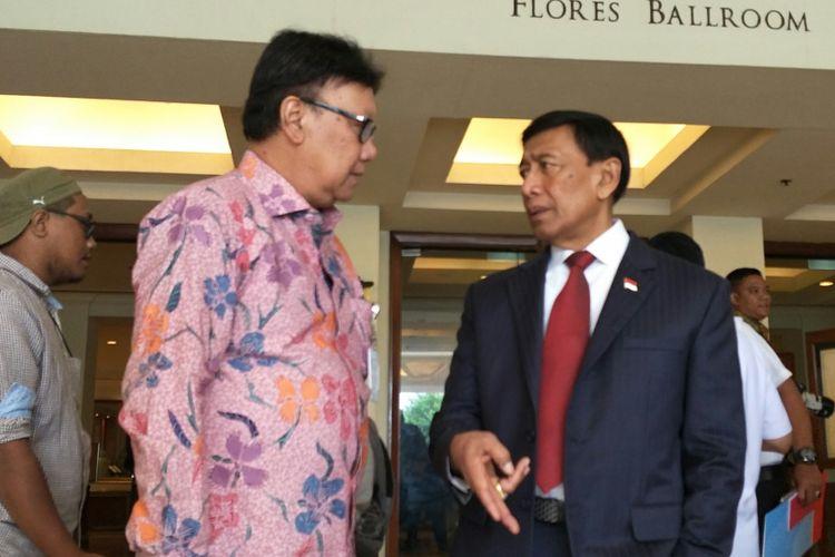 Menteri Koordinator Bidang Politik, Hukum dan Keamanan (Menko Polhukam) Wiranto bersama Menteri Dalam Negeri Tjahjo Kumolo di Hotel Borobudur, Jakarta, Rabu (17/1/2018)