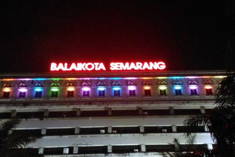 Balai Kota Semarang yang diterangi 17 lampu LED persembahan Philips Lighting Indonesia.