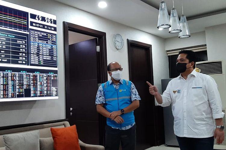 Menteri BUMN Erick Thohir saat melakukan inspeksi mendadak ke PLN Unit Induk Pusat Pengatur Beban (UIP2B) Jawa, Madura dan Bali di Depok, Jawa Barat pada Selasa (6/7/2021).