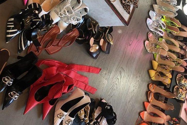 Koleksi sepatu hak tinggi mewah Kylie Jenner yang dipamerkan lewat Instagram story.