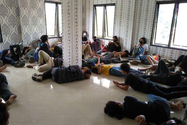 Total di Sumut ada 253 orang diamankan. Sejumlah massa aksi dalam unjuk rasa berlangsung rusuh di DPRD Sumut diperiksa di Polda Sumut.