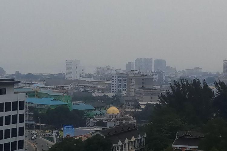 Berdasarkan dari Air Quality Index (AQI), kualitas udara Batam berada di angka 164 dari sebelumnya diangka 167. Artinya kualitas udara di Batam masuk dalam kategori sangat tidak sehat namun ranking polusi ini dapat berubah sewaktu-waktu.