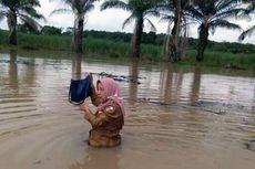 Yuliana Bertaruh Nyawa Terobos Banjir Tinggi demi Tetap Mengajar