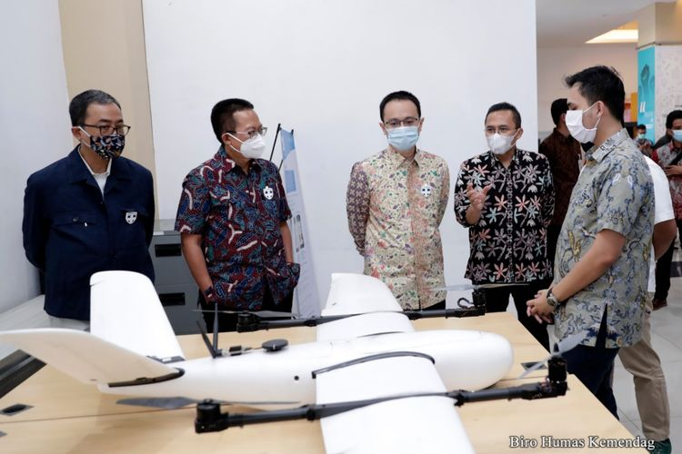 Wakil Menteri Perdagangan, Jerry Sambuaga melakukan kunjungan ke Kawasan Cimahi Techno Park, Cimahi, Jawa Barat, Sabtu (12 Sep).