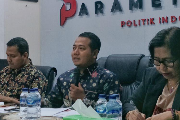 Direktur Eksekutif Parameter Politik Indonesia Adi Prayitno saat memaparkan hasil survei di kantornya, Pancoran, Jakarta Selatan, Kamis (17/9/2019).