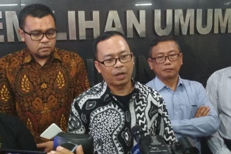 Ketua KPU Kota Bandung, Rifqi Alimubarok, saat ditemui wartawan seusai rapat pleno di Kantor KPU, Jalan Soekarno-Hatta, Senin (12/2/2018).
