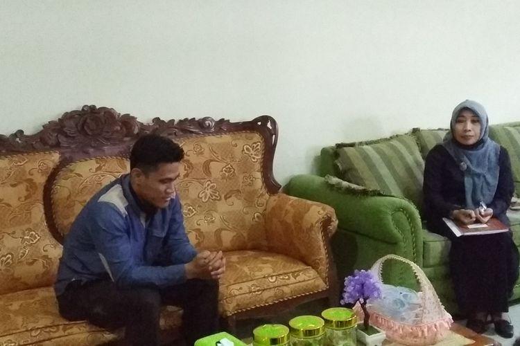 Rully bersama ibu dan keluarganya diundang untuk mediasi di pengadilan agama Praya Lombok tengah