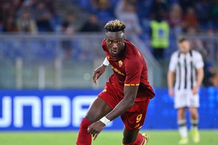 Striker AS Roma, Tammy Abraham, selama pertandingan AS Roma vs Udinese di Stadion Olimpico, pada 23 September 2021.