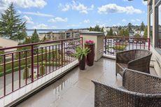 4 Cara Membuat Balkon Rumah Terlindungi dari Paparan Hujan