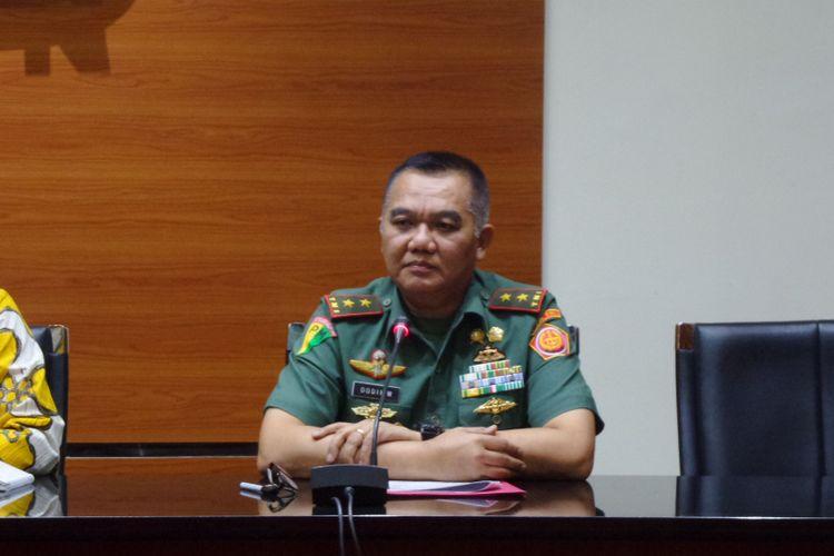 Komandan Pusat Polisi Militer Mayor Jenderal TNI Dodik Wijanarko di Gedung KPK Jakarta, Jumat (16/6/2017).