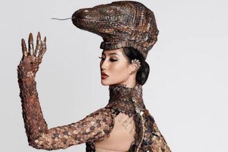 Alumni Universitas Airlangga (Unair), Ayu Maulida Putri curi perhatian di ajang Miss Universe 2020.