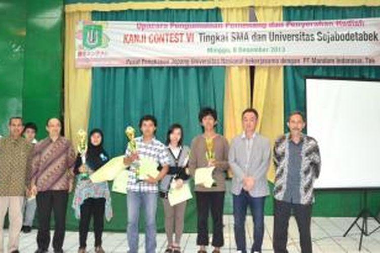 Tidak hanya pelajar SMA/SMK. Kontes tahun ini juga melibatkan 167 mahasiswa dari sembilan Universitas di berbagai daerah se–Jabodetabek, seperti Universitas Indonesia, Universitas Al-Azhar, STBA LIA, STBA JIA, UHAMKA, UNSADA, UNJ, dan tentu saja Universitas Nasional. Total seluruh peserta ada 382.