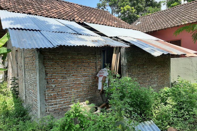 Kondisi belakang rumah Rubingah di Dusun Kranggan II Jatitirto, Kecamatan Berbah, Kabupaten Sleman