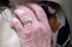 Cerita di Balik Cincin Pertunangan Ratu Inggris yang Harganya Fantastis