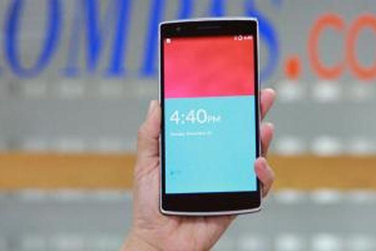 OnePlus One dalam genggaman