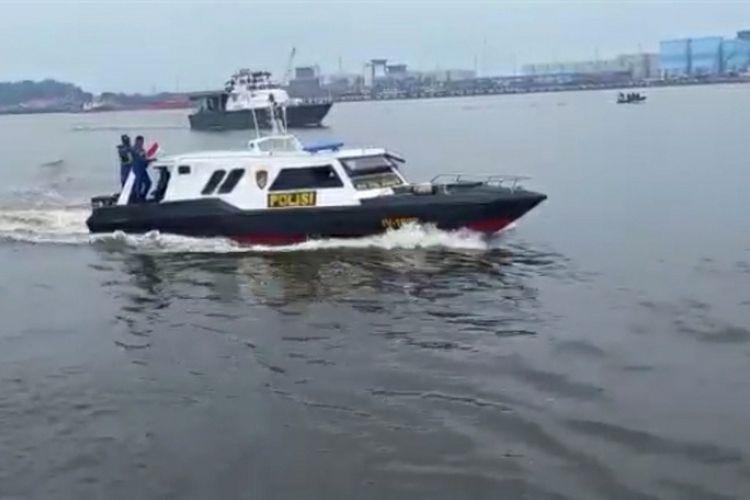Kapal aparat gabungan melakukan penyisiran di kawasan Selat Malaka di wilayah Kota Dumai, Riau, dalam rangka mencegah tindak pidana penyelundupan barang ilegal, Rabu (9/6/2021).