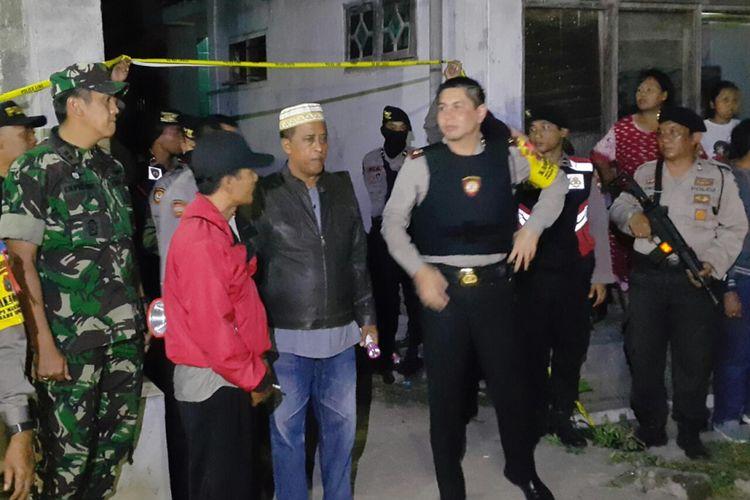Polisi melakukan penggerebekan di rumah terduga teroris Probolinggo.