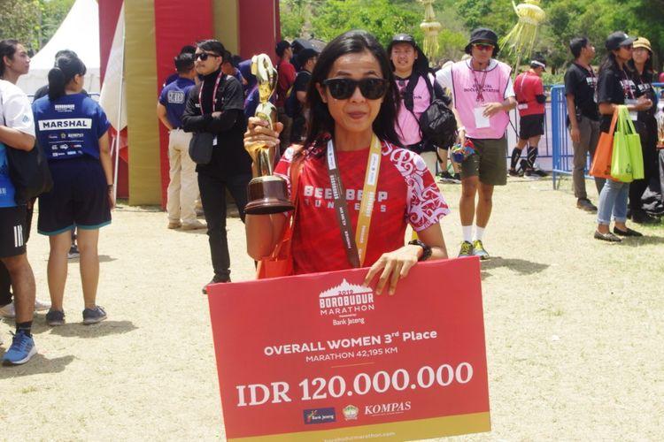 Peraih juara 3 Borobudur Marathon 2019 kategori Marathon Overall Women, Irma Handayani, Minggu (17/11/2019).