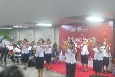 Sambut Natal, Penumpang MRT di Stasiun Blok M Dihibur Kelompok Musik