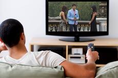 Remote TV Jadi Benda Paling Kotor di Rumah, Ini Cara Membersihkannya