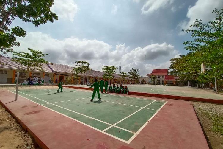 Madrasah Tsanawiyah Negeri (MTsN) 3 Bukit Raya, Pekanbaru, telah direhabilitasi dengan nilai kontrak Rp 13 miliar. MTsN ini diresmikan Presiden Joko Widodo (Jokowi), Jumat (21/2/2020).