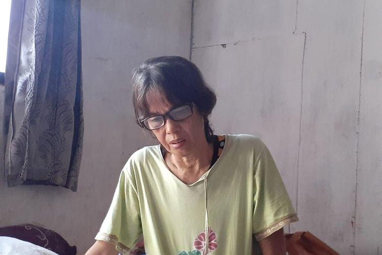 Ibunda Ayu Selisa, Anik Maidarningsih (51) saat ditemui di rumahnya di Badran RT 39 RW 9, Kelurahan Bumijo, Kecamatan Jetis, Kota Yogyakarta. Kamis (26/12/2019)