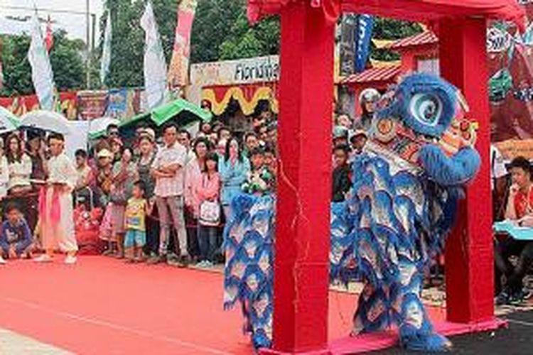 Panitia perayaan Imlek dan Cap Go Meh Kota Pontianak, Kalimantan Barat, menggelar Festival Barongsai, Minggu (1/3/2015). Selain untuk memeriahkan Imlek dan menyambut Cap Go Meh, festival itu juga digelar untuk melestarikan budaya nasional, khususnya budaya Tionghoa.