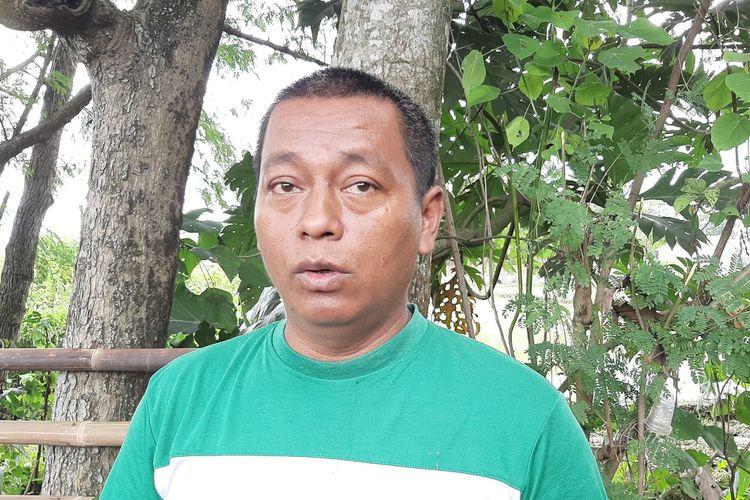 Ketua Forum Petani Kalasan, Janu Riyanto saat menemui wartawan terkait sampah di Selokan Mataram