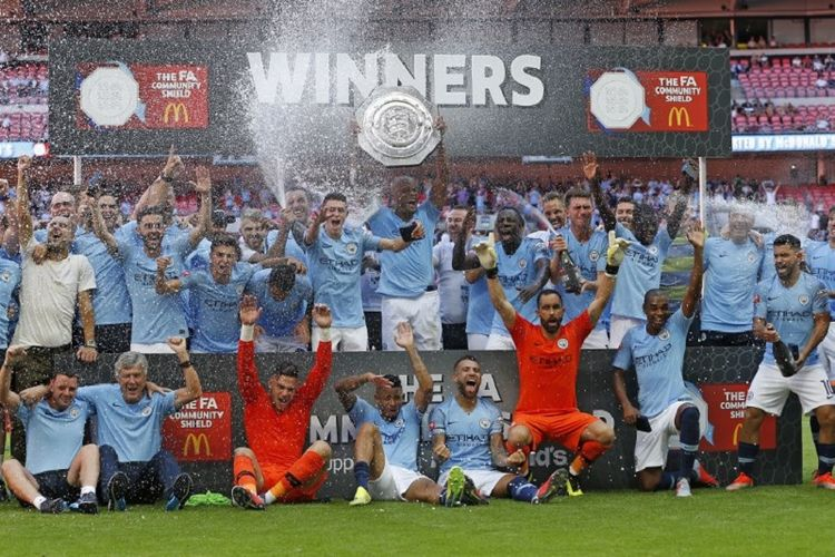 Manchester City meraih trofi Community Shield seusai menang atas Chelsea di Stadion Wembley, 5 Agustus 2018.