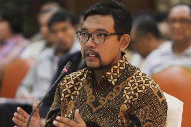 Giri Suprapdiono, saat mengikuti tes wawancara calon pimpinan KPPK di kantor Kementerian Sekretariat Negara, Jakarta, Selasa (25/8/2015). Sebanyak 19 capim KPK mengikuti seleksi tahap akhir, yang selanjutnya dipilih 8 nama yang akan diserahkan kepada Presiden Joko Widodo.