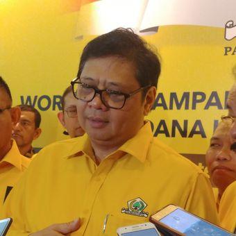 Ketua Umum Partai GolkarAirlangga Hartanto usai menutup workshop kampanye dan bimbingan teknis caleg Golkar di Hotel Bidakara, Jakarta, Sabtu (15/9/2018).