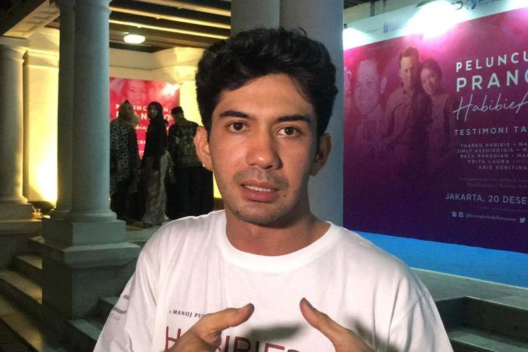 Reza Rahadian saat diwawancarai di kawasan Pasar Baru, Jakarta Pusat, Jumat (20/12/2019).