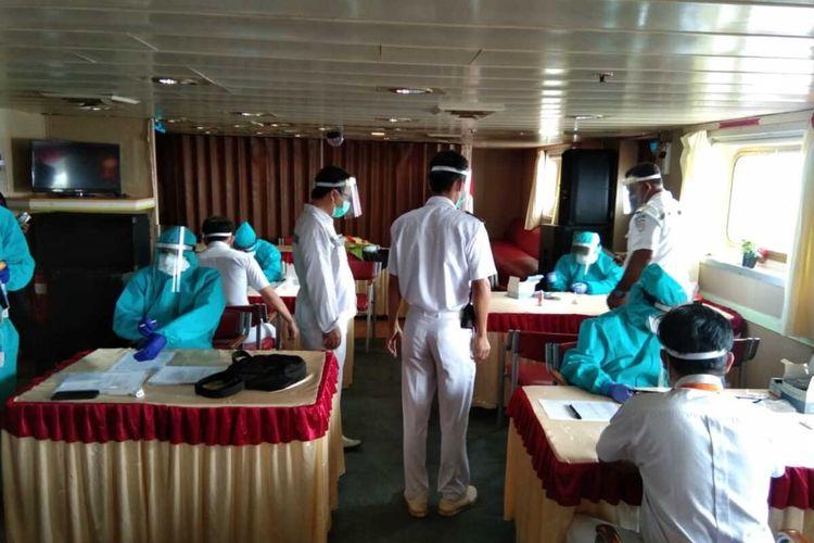 Dari 40 kru anak buah kapal (ABK) KM Kelud milik Pelni yang dirawat di ruang isolasi dan observasi Rumah Sakit (RS) Khusus Infeksi Covid-19 di Pulau Galang, 29 ABK terkonfirmasi positif Covid-19.
