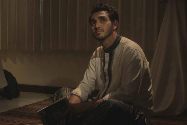 Fachri Albar bermain dalam film Bukan Cinta Malaikat.