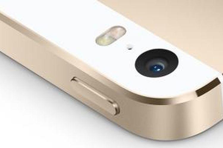 Kamera pada iPhone 5S dibekali flash dengan dua warna berbeda