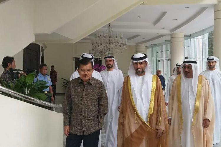 Wakil Presiden Jusuf Kalla dan Menteri Energi dan Industri Uni Emirat Arab (UEA), Suhail Mohamed Al Mazrouei, di Kantor Wakil Presiden, Jakarta, Jumat (5/7/2019).