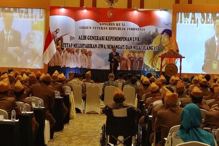 Presiden Joko Widodo saat menutup Kongres ke XI Legiun Veteran Republik Indonesia (LVRI) di Hotel Borobudur, Jakarta, Kamis (19/10/2017) siang.