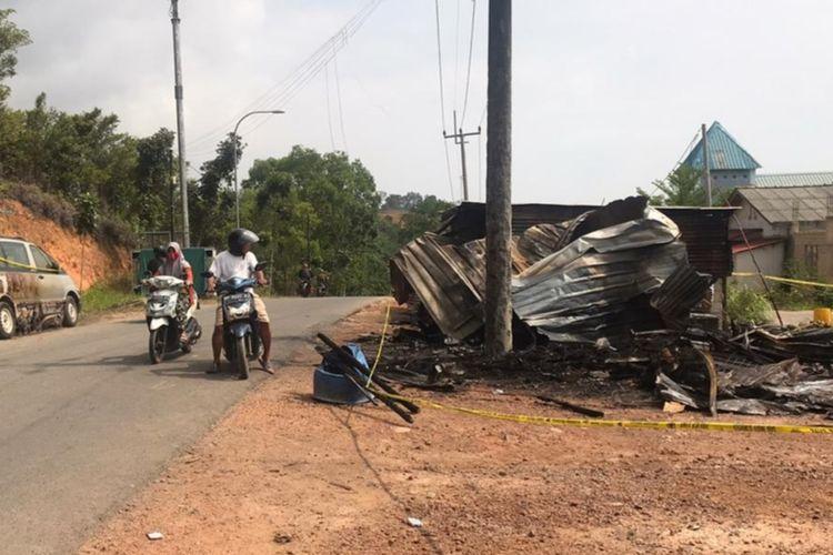 Sebuah bengkel yang berada di tepi jalan Bumi Perkemahan Punggur, Kecamatan Nongsa, Batam, Kepulauan Riau (Kepri) terbakar hebat malam tadi, Kamis (12/3/2020)