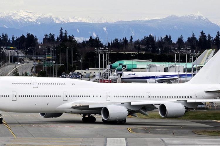 Pesawat jet jumbo Boeing 747-8.