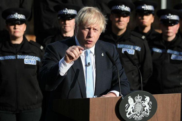 Perdana Menteri Inggris Boris Johnson berbicara di pusat pelatihan polisi di West Yorkshire, Kamis (5/9/2019).
