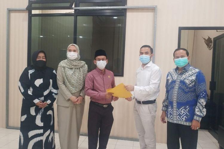 Anggota DPRD Banten Dede Rohana Putra mendapatkan sanksi berupa teguran keras dari Badan Kehormatan (BK) DPRD Provinsi Banten.