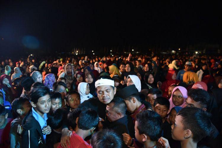 Tangisan warga mewarnai acara Paturay Tineung Dedi Mulyadi.