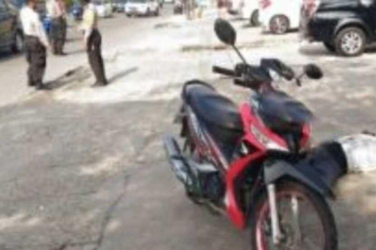 Seorang pria ditemukan tewas disamping sepeda motornya di pinggir Jalan Tuanku Tambusai, Kecamatan Sukajadi, Kota Pekanbaru, Riau, Selasa (8/9/2020).