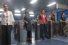 Saat Sejumlah Model Menyemarakkan Hari Kartini di Stasiun dan KRL...